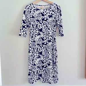 4/$20 Navy & white floral dress size small
